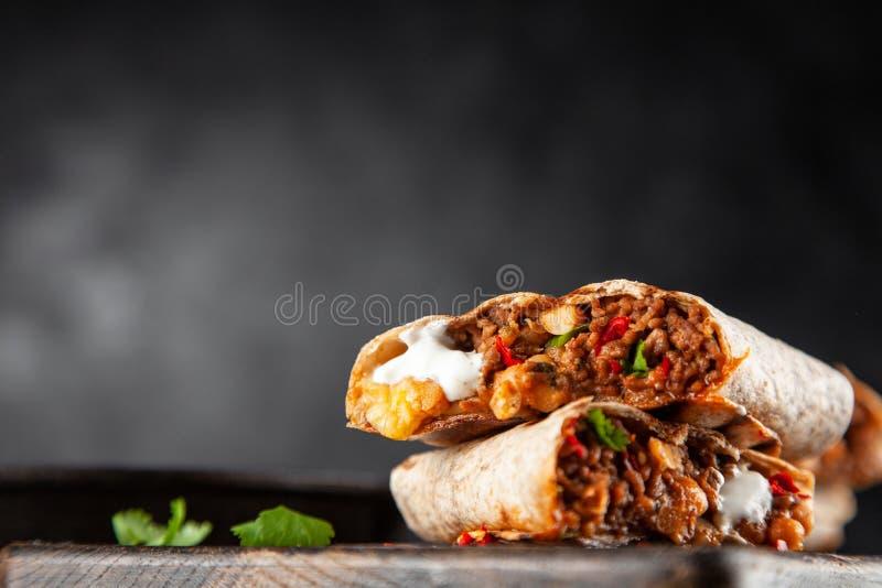Mexicansk nötköttburrito fotografering för bildbyråer