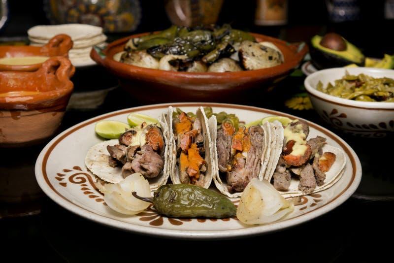 Mexicansk traditionell nötkötttacomatställe royaltyfri bild