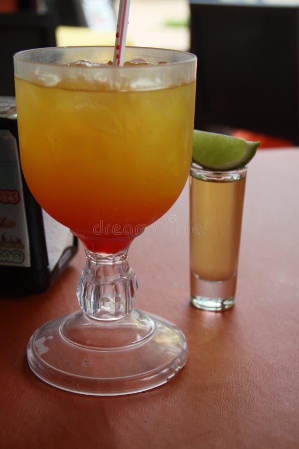 Mexicanska förnyande drinkar med limefrukt arkivfoto