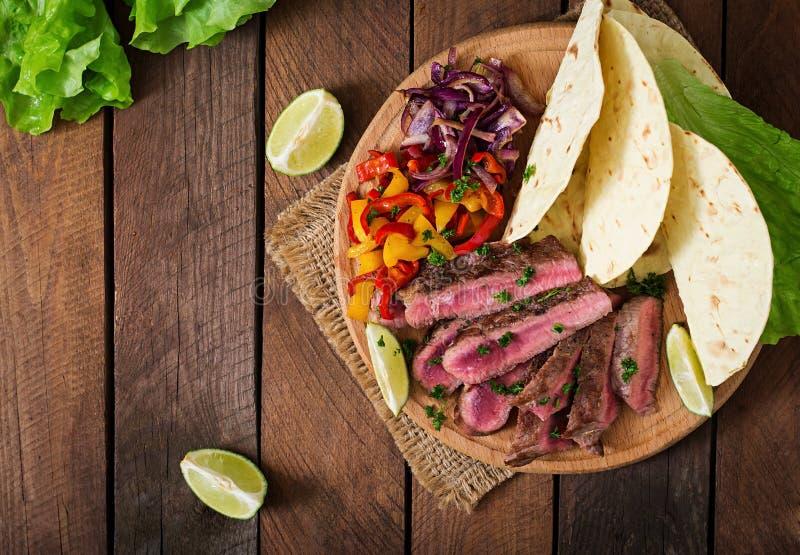 Mexicanska fajitas för nötköttbiff arkivbild