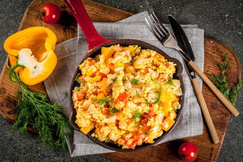 Mexicanska matrecept Revoltillo de Huevos, förvanskade ägg en Dominicana la fotografering för bildbyråer