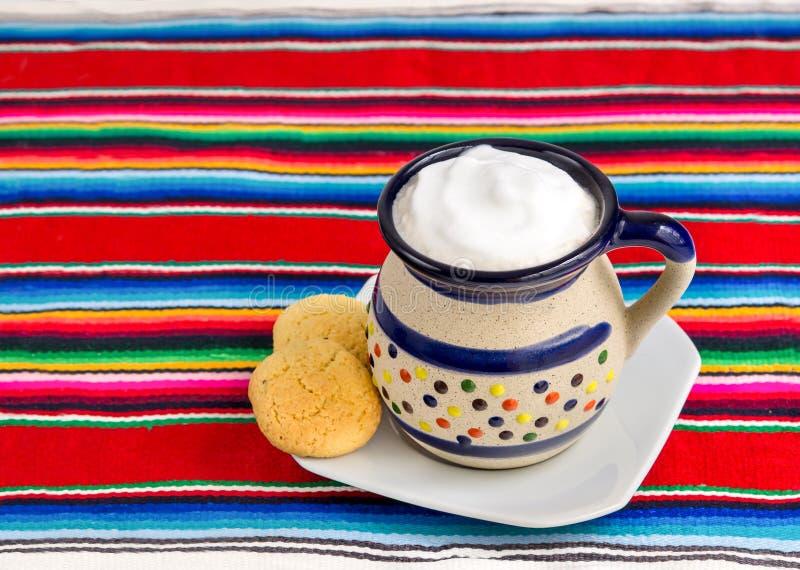 Mexicanskt kaffe och kakor arkivfoton