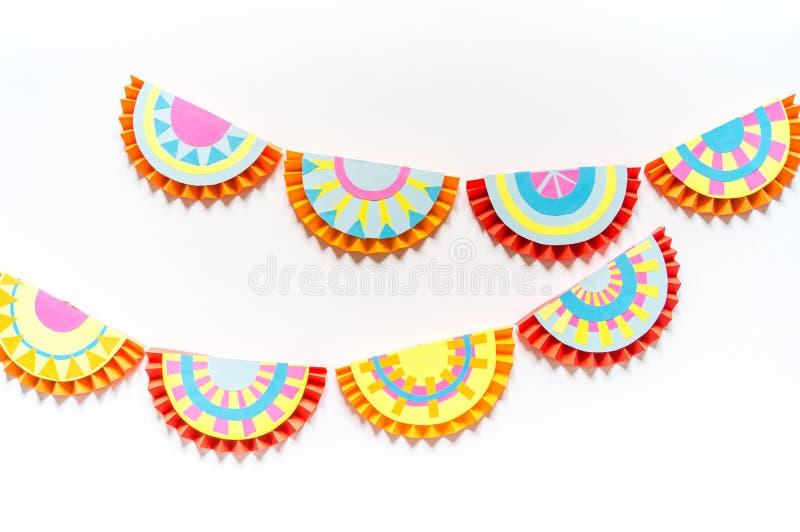 Mexicanskt pappers- dekorera f?r girlander Festligt Cinco De Mayo f?rgrikt traditionellt picadobaner arkivfoton
