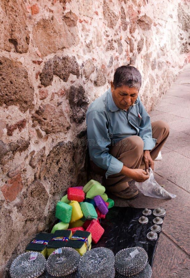 Mexicanskt sälja för man handcrafts, och annat anmärker arkivfoto