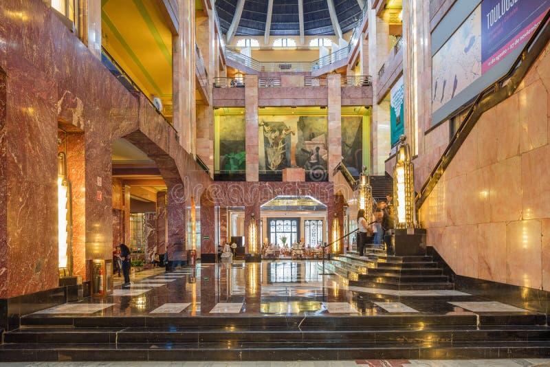 MEXICO-CITY, MEXICO - OKTOBER 21, 2016: Binnenland van Palacio DE Bellas Artes dat door Federico Mariscal werd gepland stock foto's