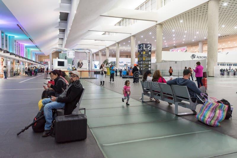 MEXICO - OKTOBER 27, 2017: De Internationale Luchthaven van Mexico-City Benito Juarez Airport Vertrekgebied royalty-vrije stock foto's