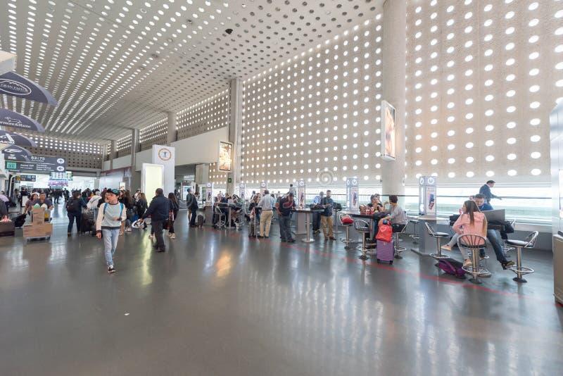 MEXICO - OKTOBER 19, 2017: De Internationale Luchthaven van Mexico-City Benito Juarez Airport Vertrekgebied Met vrijstelling van  royalty-vrije stock afbeelding