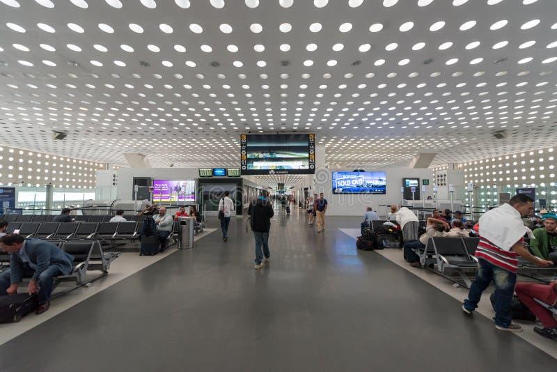 MEXICO - OKTOBER 19, 2017: De Internationale Luchthaven van Mexico-City Benito Juarez Airport Vertrekgebied Met vrijstelling van  stock afbeelding