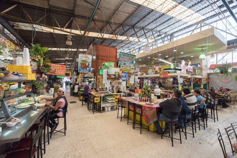 MEXICO - OKTOBER 19, 2017: Mexico marknad med lokala restauranger royaltyfri fotografi