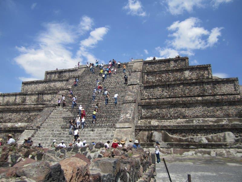 Mexico, piramides van Teutihuacan Piramide van de zon en de maan stock foto's