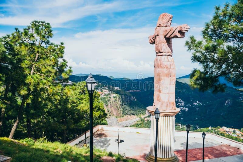 MEXICO - SEPTEMBER 22: Staty av Jesus Christ överst av mounen royaltyfri foto