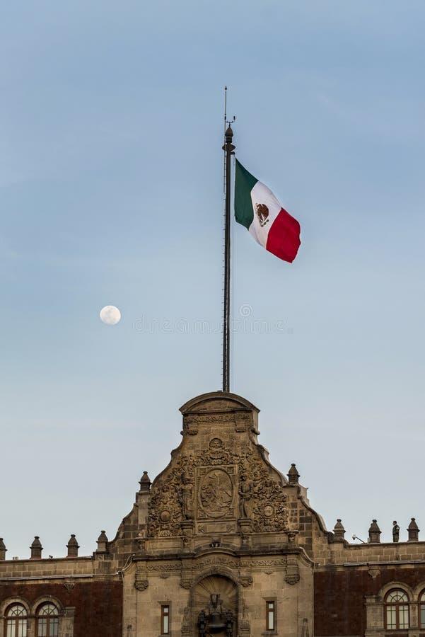 Mexico - stad, flagga och måne på bakgrunden, zocalo royaltyfria bilder