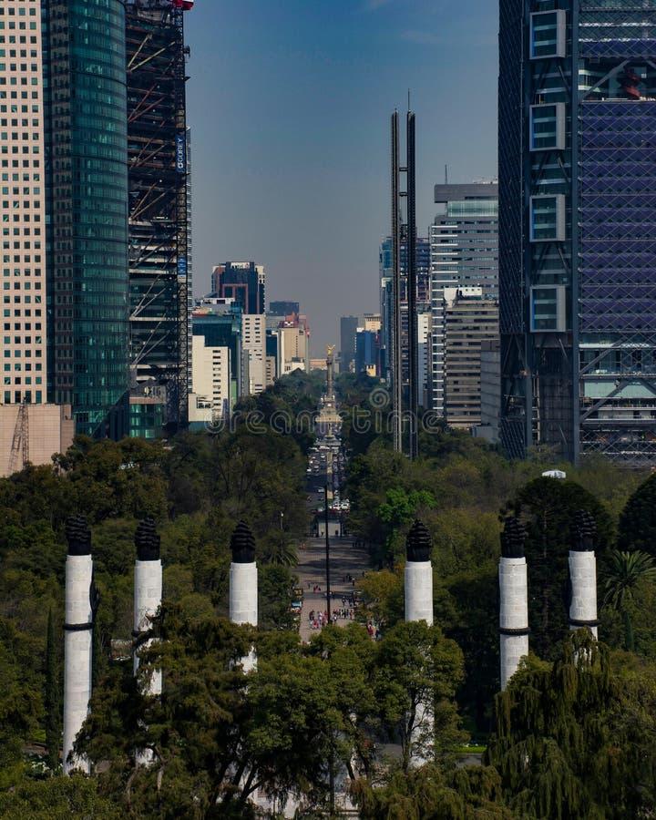 Mexico - stad Paseo de la Reforma arkivbilder