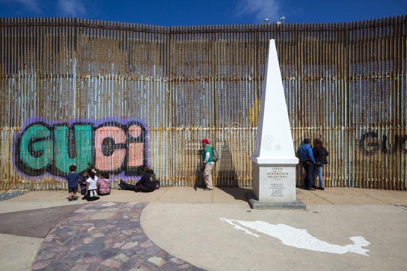 Mexico - Tijuana - de muur van schande stock afbeelding