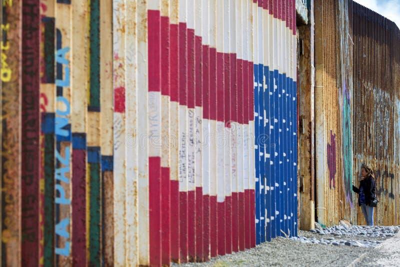 Mexico - Tijuana - väggen av skam royaltyfria bilder