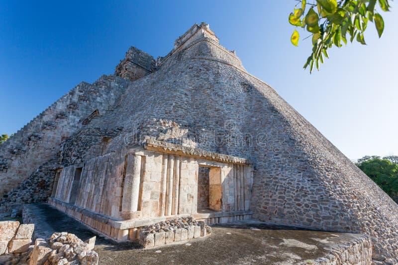 mexico uxmal yucatan Pyramid av trollkarlen fotografering för bildbyråer