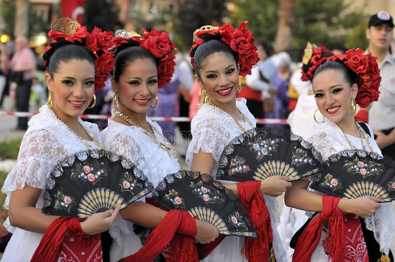Mexico young ladies, folklore dancers. 11 this year by the Denizli Municipality The festival began with a march of stay at the International Folk Dance Festival stock photo