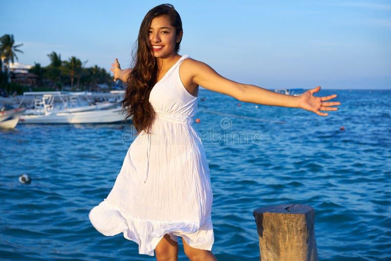 Mexikanische lateinische Frau auf Riviera-Maya stockfoto