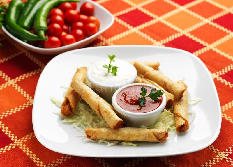 Mexikanische Nahrung - Taquitos Steuerknüppel stockfotos