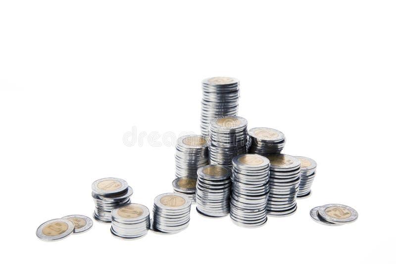 Mexikanische Pesos vereinbarten in den Stapeln, die auf Weiß lokalisiert wurden stockbilder
