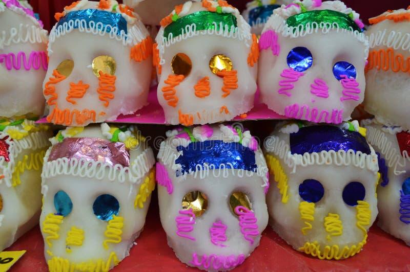 Mexikanische Süßigkeitsschädel für dia de Muertos stockbild