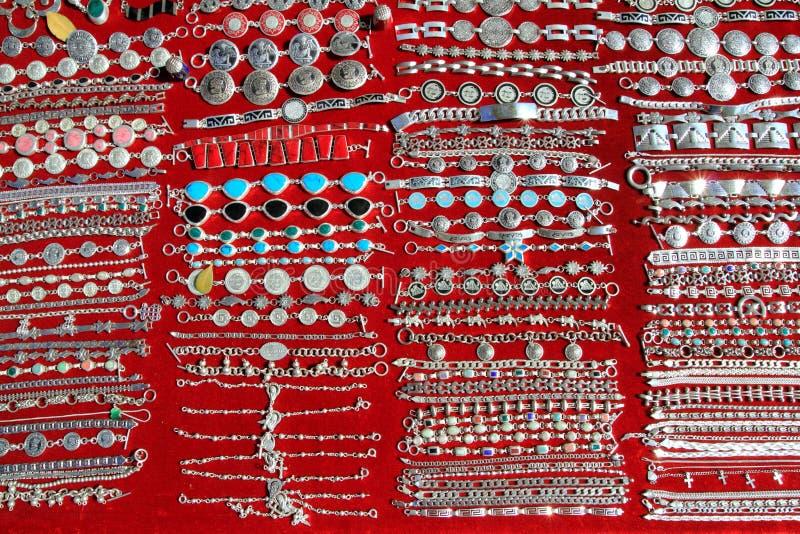 Mexikanische silberne Schmucksachereihen Mexiko handcrafts stockbilder