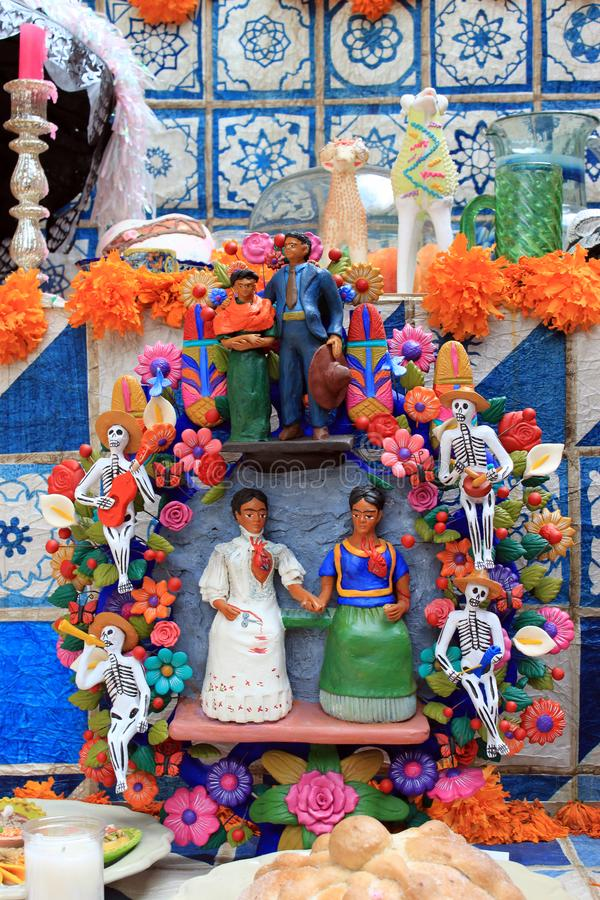 Mexikanischer bunter Tag Schädelaltar-skeleton Dias de Los Muertos des Todes tot stockbild
