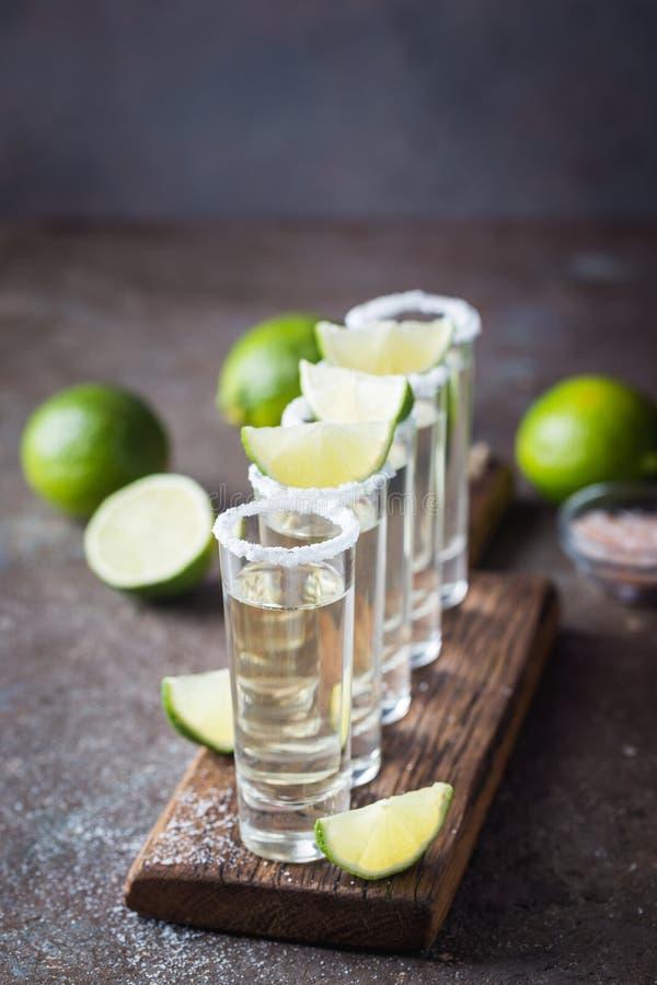 Mexikanischer Goldtequila lizenzfreies stockbild