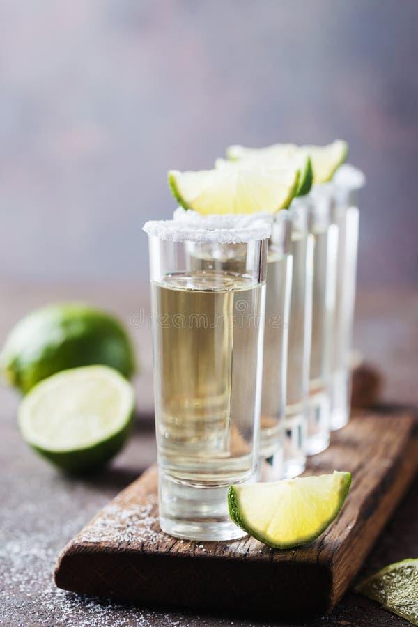 Mexikanischer Goldtequila lizenzfreie stockbilder