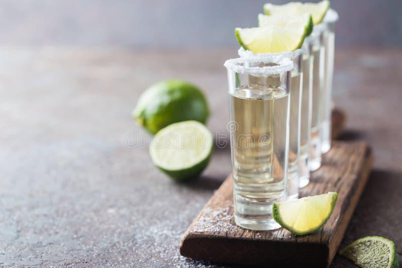 Mexikanischer Goldtequila stockbilder