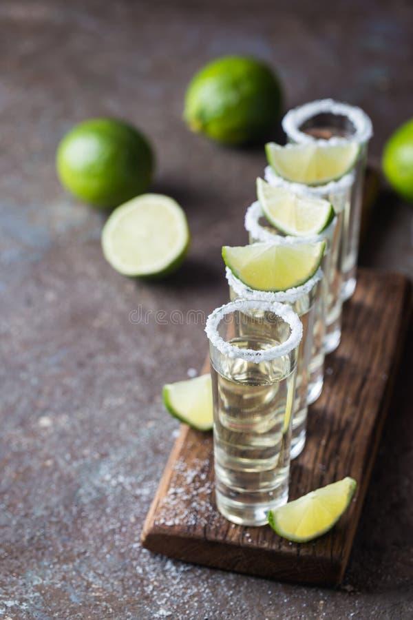 Mexikanischer Goldtequila stockfotos