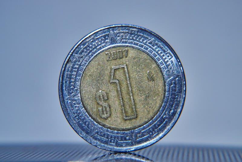 Mexikanischer Peso Münzen-Makro stockbild