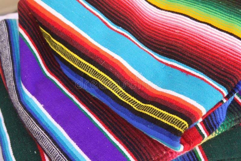 Mexikanischer Poncho stockbild