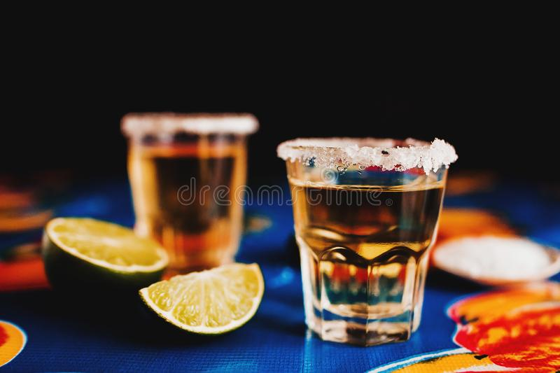 Mexikanischer Tequilaschuß mit Kalk und Salz in Mexiko stockfoto