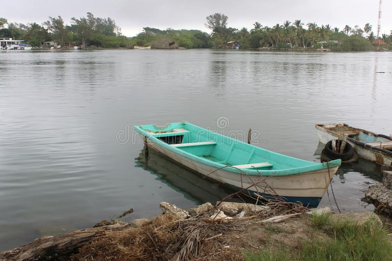 Mexikanisches Fischerboot lizenzfreie stockfotografie
