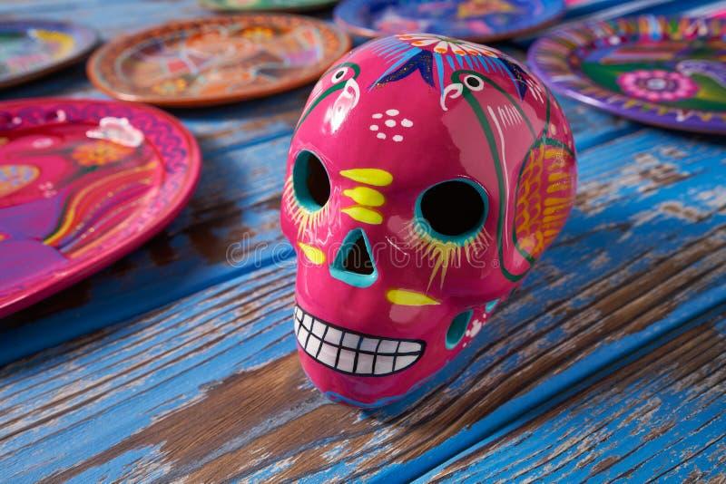 Mexikanisches rosa Schädeldurchmesser-muertos Handwerk stockfotos