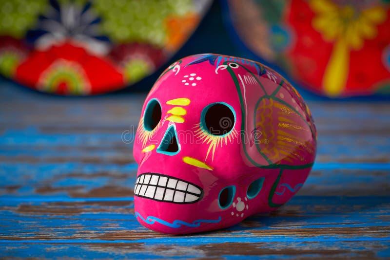 Mexikanisches rosa Schädeldurchmesser-muertos Handwerk lizenzfreie stockbilder