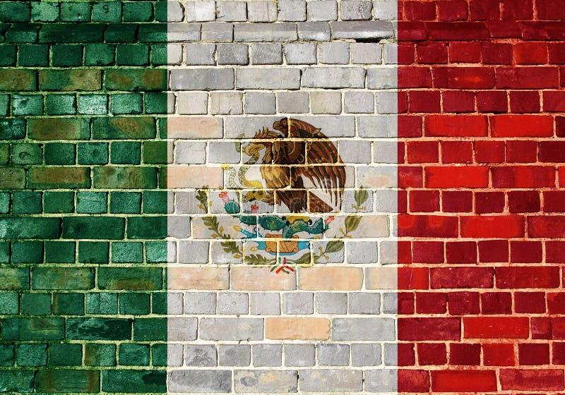 Mexiko-Flagge auf einer Backsteinmauer lizenzfreie stockfotos