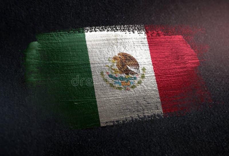 Mexiko-Flagge gemacht von der metallischen Bürsten-Farbe auf Schmutz-Dunkelheits-Wand lizenzfreie stockfotos