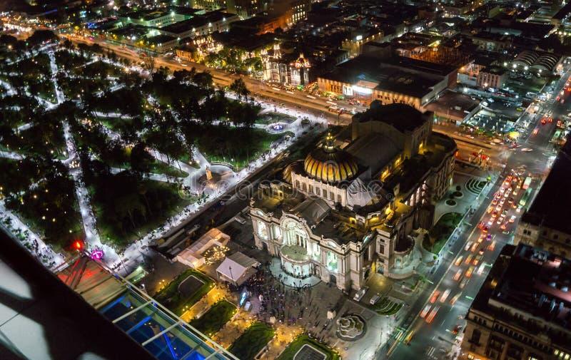 Mexiko Stadt Top Aussicht auf Bellas Artes und Alameda zentral von Torre latinoamericana Ausblick Stadt in der Nacht mit langer Ex lizenzfreie stockfotos
