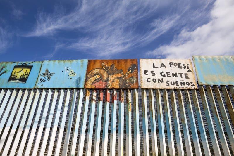 Mexiko - Tijuana - die Wand der Schande lizenzfreie stockfotos