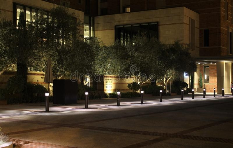 Meyer u. Renee Luskin Hotel und Konferenzzentrum nachts auf Campus University of Californias Los Angeles UCLA lizenzfreies stockfoto