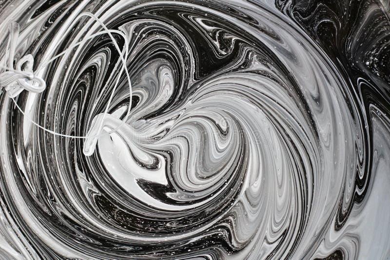 mezcla abstracta de la imagen de dos colores La textura de los círculos de la pintura blanca y negra fotos de archivo libres de regalías
