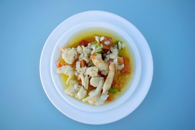 Mezcla de la ensalada con las verduras frescas y los camarones fotos de archivo