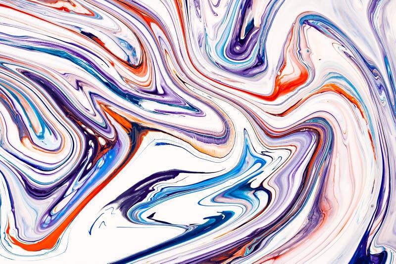 Mezcla de pinturas acrílicas Pinturas acrílicas mezcladas rojas azules, púrpuras y coralinas Textura de mármol líquida aplicable  fotografía de archivo libre de regalías