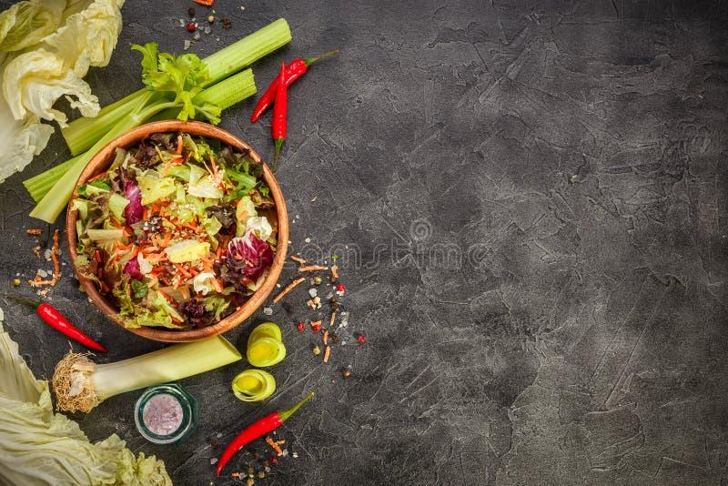 Mezcla fresca de las hojas de la ensalada del mixFresh de las hojas de la ensalada fotografía de archivo libre de regalías