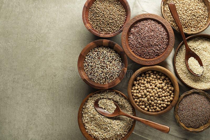 Mezclado de fondo de las semillas y de los cereales fotos de archivo
