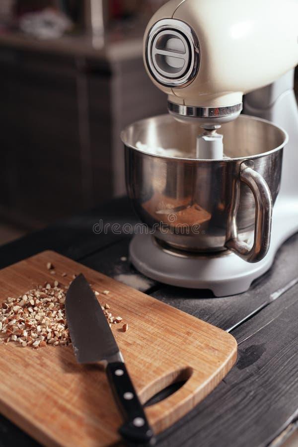Mezclador de pasta para la torta foto de archivo libre de regalías
