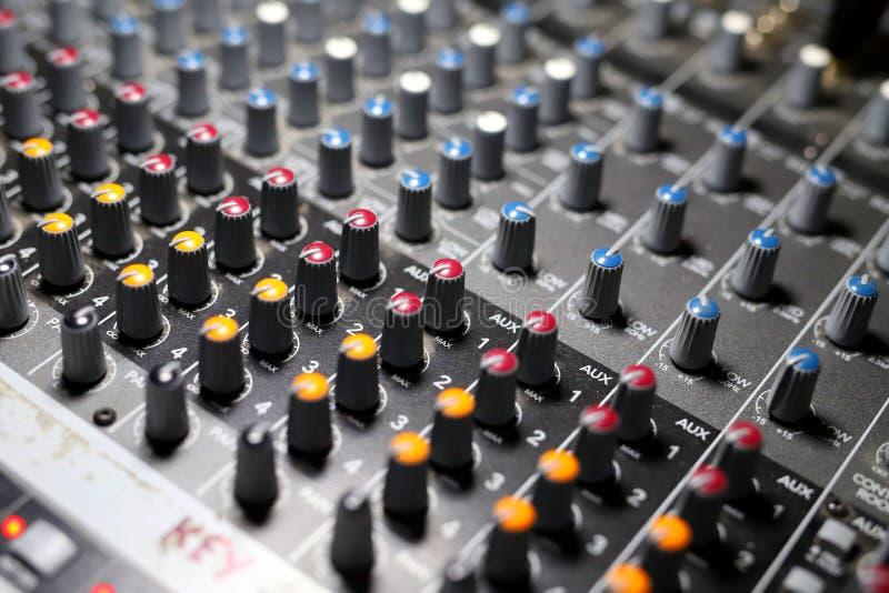 Mezclador de sonidos, consola de mezcla audio fotografía de archivo
