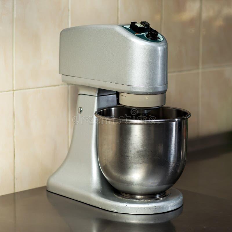 Mezclador eléctrico de la comida de plata foto de archivo libre de regalías